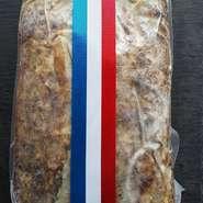 お肉のテリーヌです。 フランスの伝統的な田舎風パテ。 ハーフサイズ¥5500約1キロ 丸ごと1本¥10,000約2キロ 贈り物に人気です。 真空パックでお届け。 10日前までの予約