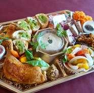 通常の惣菜オードブルをグレードアップ 本日のおすすめのお肉料理が入った一番人気のオードブルです!