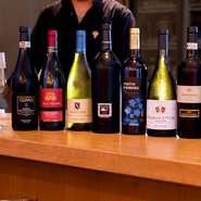 イタリア料理といえば、お供は当然ワイン。『フェウドアランチョ インツォリア』などイタリアワインを中心に、全世界から上質なワインを20種類ほど用意。シェフに尋ねれば、料理に合うワインを教えてくれます。