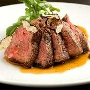 選りすぐった上質な牛フィレ肉をソテーし、特製のソースで提供。トリュフの豊かな風味が鼻腔をくすぐります。ソースはマデラソースのほか、リクエストにも応えてくれます。要望に沿った焼き加減も絶妙!