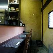 個室がメインのお店ですが、カウンター席も用意されています。居心地がよく、つい長居してしまいそうなカウンター席は、ひとりでも気軽に入れる落ち着いた空間。季節のお酒を軽く一杯、いかがですか?