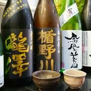 お酒の種類が豊富で、メニューに載らない季節のお酒も楽しめます。どんなお酒が登場するかは、時期がきてからのお楽しみ。コースメニューには飲み放題をつけることができるので、お酒が大好きな人には朗報です。