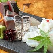 全国から仕入れる新鮮な魚介や、地元和歌山でその日に水揚げされた鮮度抜群の魚を使った贅沢な一皿です。仕入れの状況により、内容は日々変化。今日はどんな味に出会えるか、店を訪れる楽しみがひとつ増えます。