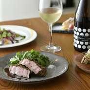 職場や仕事仲間同士での歓送迎会や打ち上げ、大切な人々とのお食事会でのご利用にも好評です。ディナーコースも用意しています。和やかな雰囲気の中で、きちんとした料理を大勢で楽しみましょう。