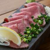 タンの魅力が凝縮された味わい『激レア!熟成牛タン 旨塩添え』