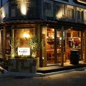 昭和レトロの活気ある大衆酒場