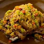 自家製発酵唐辛子やラッキョウの漬物を薬味に『発酵薬味で食べる皮付き揚げヤギ肉』