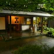 金沢から30分の白山ヒメ神社様の境内にあり、静かで、落ち着いた雰囲気と、隠れ家的な存在。完全個室でゆっくりと食事と会話を楽しめる。