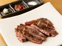肉の赤身も脂身も、全てを包括するような旨みを堪能『黒毛和牛のステーキ』