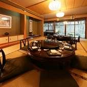 寛ぎの空間で、円卓を囲みながら和やかな顔合わせの食事会を