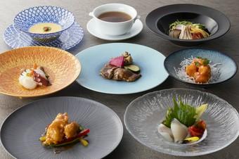 麺・飯類が選べて、お手軽に楽しめるランチ膳です。