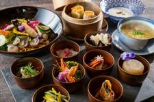 たくさんの種類のお料理を、少量ずつ楽しめる奈良県産の旬野菜をテーマにした女性に嬉しいメニュー。