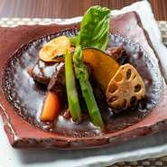 洋食の命であるデミグラスソースは1週間かけて仕込み、牛肉は国産黒毛和牛を使用。コクがあって、それでいて爽やかな味わいが特徴のオーナー自慢の一皿です。