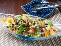 オーナーシェフのこだわりが詰まった『自家菜園パワーサラダ』