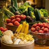 全国約100軒の契約農家から仕入れた、新鮮なこだわり野菜を提供