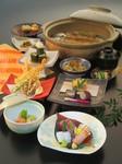 四季折々の食材を五感で堪能する『季節の会席』は趣向を凝らした美しい仕上がり