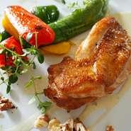 アンチョビ、モッツァレラチーズ、パルメザンチーズ、山形菊、ローズマリー