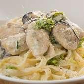 食材にこだわった人気メニュー『牡蠣とあおさのクリーム生パスタ』
