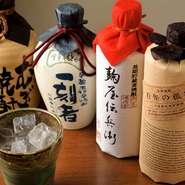 日本酒や焼酎は、美味しい料理によってさらにその美味しさが際立つはず。旨い酒は会話が弾むきっかけにもなります。友人同士で気軽にお立ち寄りください。