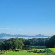 宴会では、希望に沿った料理をビュッフェはもとより、コース形式でも提供可能。飲み放題も付けられます。30名までの個室に加え、200名収容の大宴会場もあり。詳細は要問合せ(画像はイメージ)。