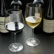 ワインはメニューに載っていないものも含め、日替わりで各種選べます。料理との相性など、スタッフに尋ねてみてはいかが?