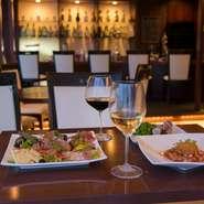 イタリアンダイニングバーとして、お料理とお酒の両方を楽しんでいただけるお店です。どうぞゆったりくつろいでお過ごしください。