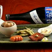 酒の肴にぴったり。素材ごとに工夫を施した自家製の『燻製盛り合わせ五種』