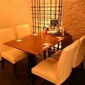 会話を楽しみたいデートに最適なテーブル席