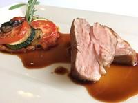 仔羊肩ロース肉の炭火焼瞬間燻製 ローズマリーの香り 南仏ラタトゥイユ添え