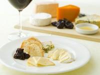 白カビ・青カビ・シェーブル・ブルビ・ウォッシュ・フレッシュ・ハード等、 世界各国のさまざまなチーズをご用意しております。