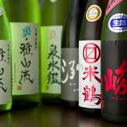 米沢の酒蔵をメインに、地元の美味しい日本酒にこだわったラインナップ。女将が良いと思ったものだけが厳選仕入れされています。限定酒も取り揃えています。 「この料理に合うものは?」と気軽に尋ねてみては。