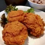 当店一番人気の発酵からあげに、ご飯と味噌汁が付いた定食です。 ご飯は白米か雑穀米から選べます。