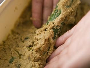 美味しくてヘルシーな料理の決め手、手づくりの発酵調味料