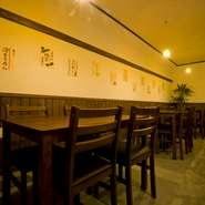 米沢では珍しい、発酵食に特化した居酒屋【発酵酒場 こぶた】。肩ひじ張らず楽しく食べ、飲んで、発酵の魅力を知ることができます。お客様同士の交流も自然と生まれやすい、ゆったりした空気の流れる空間です。