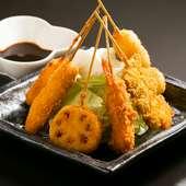 肉・魚介・野菜と、バリエーションに富んだ串揚げを楽しめる『串揚げの盛り合わせ(6本)』