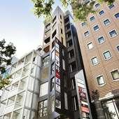 横浜駅近く、スタイリッシュなビルの最上階