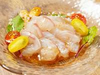 その時々の季節の魚を楽しめる『鮮魚のカルパッチョ』