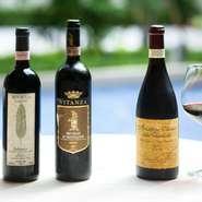 自慢のワインはシャンパン以外すべてイタリア産。そのラインナップは400種以上にも及び、イタリア全州を網羅しています。グラスワインも赤、白、20種ほどを揃え、予算に合わせたペアリングコースも用意。