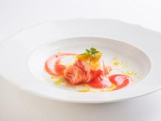 重層的味わいの『北海道産縞海老とカラスミの冷製カッペリーニ』