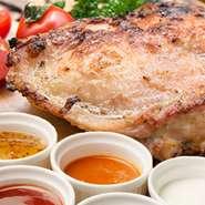 まさかの10円食べ放題開催中!旨味たっぷり大山地鶏のオリジナルグリルチキンをお好きなだけ!5種のソースでお楽しみいただきます♪お得なのは今だけ!ご予約はお早めに!