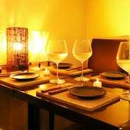 個室は2名から予約が可能です♪デートを楽しみたいカップルや、落ち着いて話をしたいグループ、あるいは賑やかに楽しみたい友人との食事など、様々なご利用シーンに♪