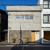 大人の隠れ家のような店構え。京町家を改装した一軒家レストラン