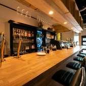 質の高い食事と空間で、訪れる人を出迎える。カジュアルな一席に