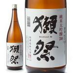 最高の酒米といわれる山田錦を50%まで磨いて醸した純米大吟醸。きれいで新鮮な味と柔らかで繊細な香りが絶妙なバランスを保っています。