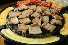 韓国料理の定番【サムギョプサル】を楽しめる90分飲み放題付きコース 女子会、宴会にご利用くださいませ。