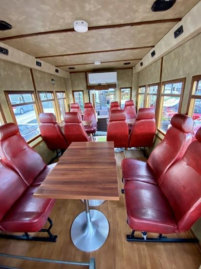 バスの中は別空間。今は感染対策の為、一組様だけご利用の個室扱いになっております。