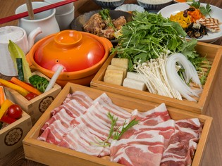 ブランド豚「南州金豚」と契約農家から仕入れる新鮮な野菜