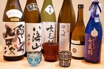 愛媛の地酒や、全国から取寄せた日本酒も楽しみのひとつ。