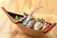 本日水揚げされた鮮魚を5点盛りでご提供。※魚1匹の姿刺し付き。