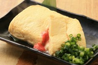 出汁の効いたふわふわ玉子に相性抜群の明太子とチーズを入れた一品です。
